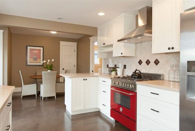 10 Kitchen and Nook